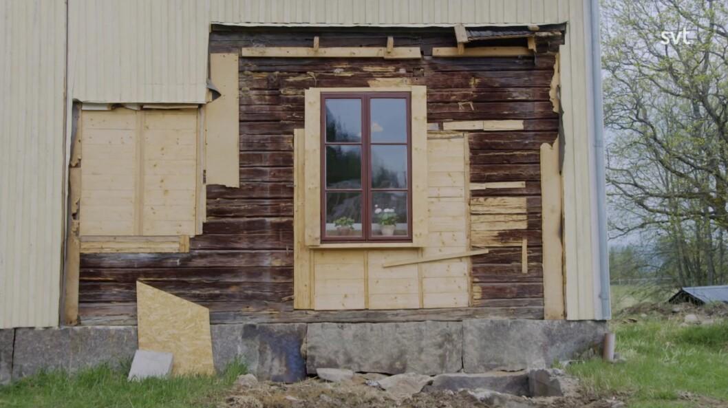 Holz wurde bei der Renovierung gefunden, als das Ehepaar den Anbau, den Kücheneingang, abriss.