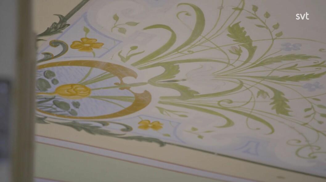 Erhaltene Deckengemälde in der Halle.