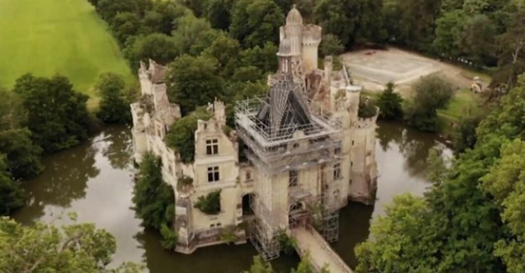 Det franska slottet köpt av 20 000 personer.