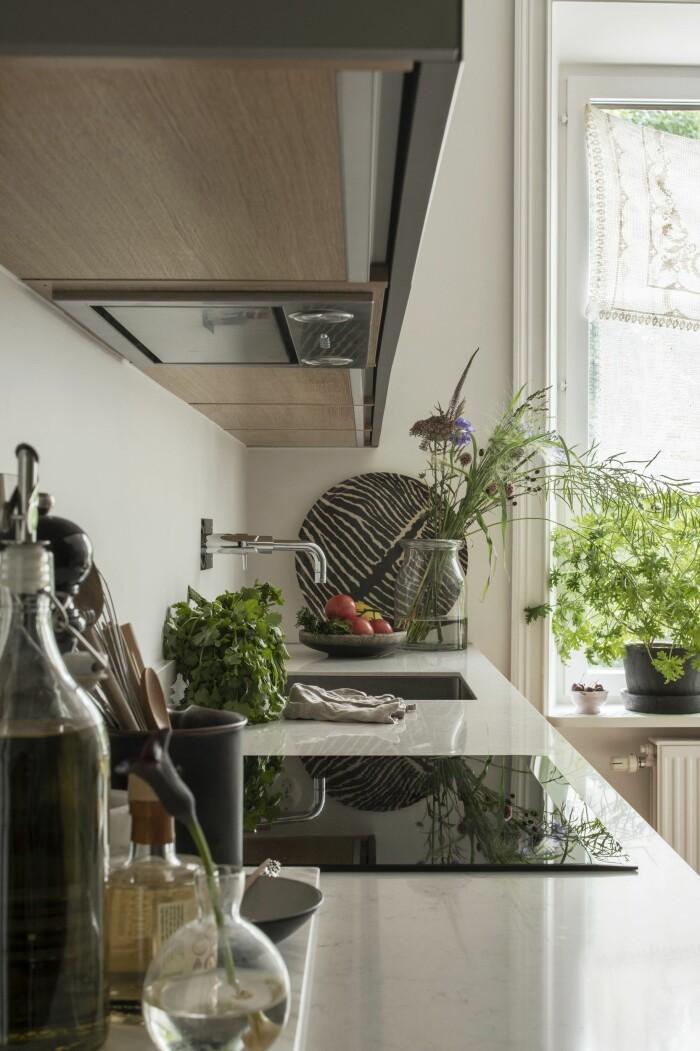snyggt inrett kök i mindre storlek
