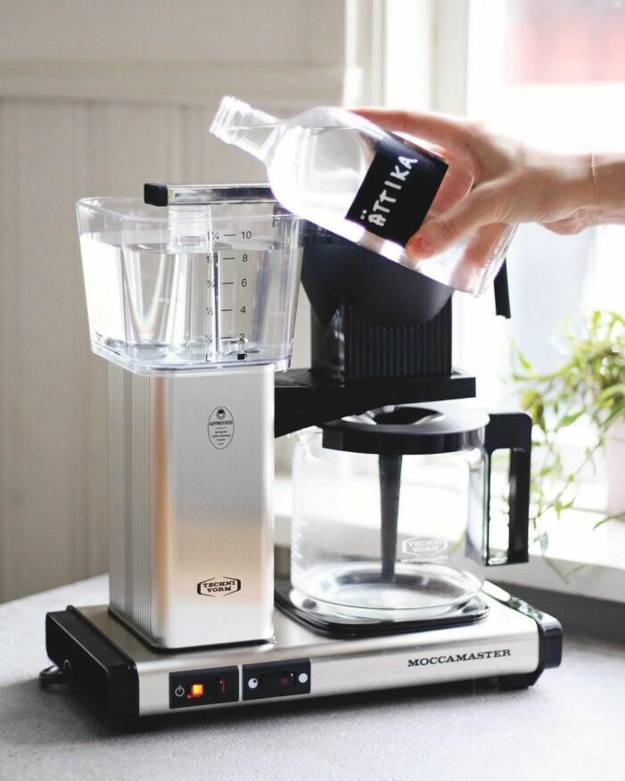 Avkalka din kaffebryggare med ättika