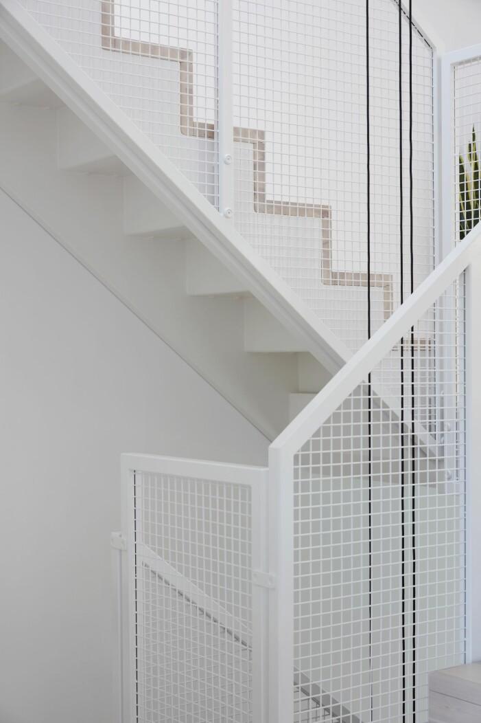 Stilig trapp i stadsradhus.