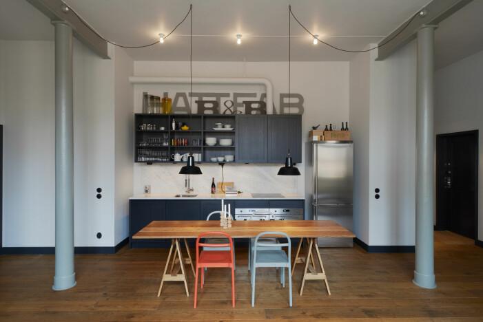Arkitekten Andreas Martin-Löf säljer sin lägenhet i ståhattfabriken