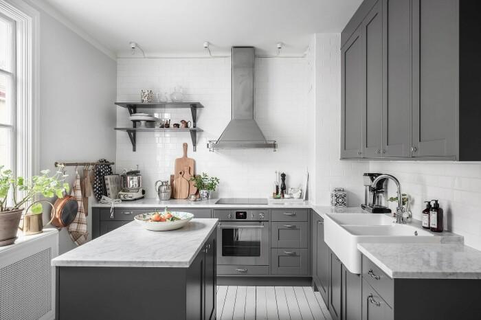 styla kök inför visning och fotografering med växter
