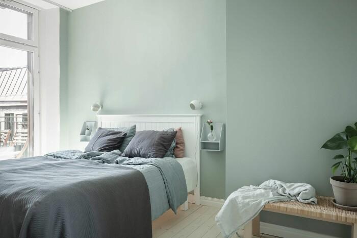 styla sovrummet med växter och grönt