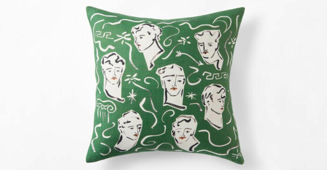 handmålad grön kudde i design av Luke Edward Hall för Svenskt tenn