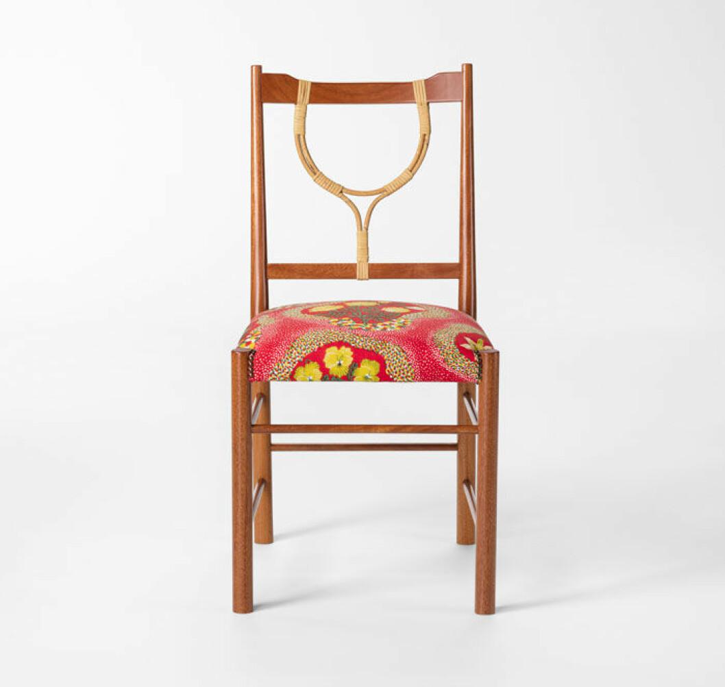 """Rottingen i ryggbrickan är pricken över i:et i Josef Franks stol """"2238"""", som formgavs 1957 och nu tas i produktion igen. Josef Franks rottingmöbler tillverkas nu som då av Larsson Korgmakare i Stockholm."""