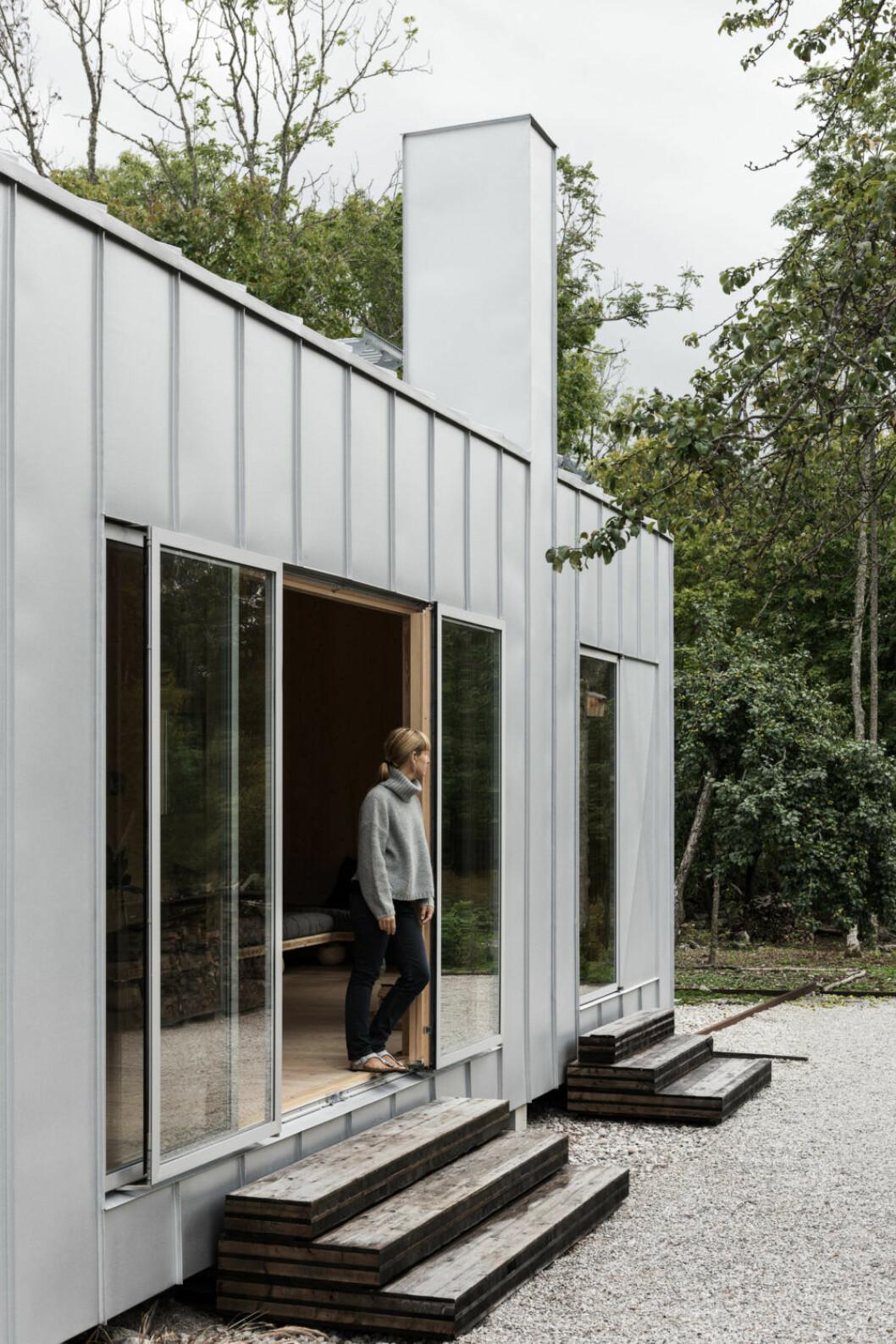 Gabriellas hus byggdes i massivt kryssfaner och kläddes sedan i plåt.Foto Erik Lefvander, styling Annaleena Leino Karlsson.
