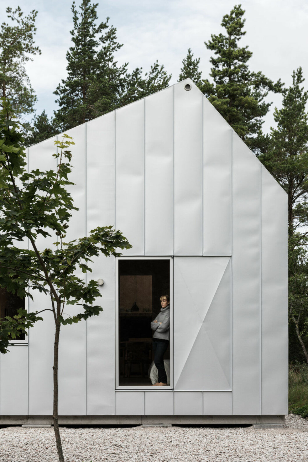 Gabriella Gustafson , TAF Studio, i sin sommarstuga på Gotland. Foto Erik Lefvander.
