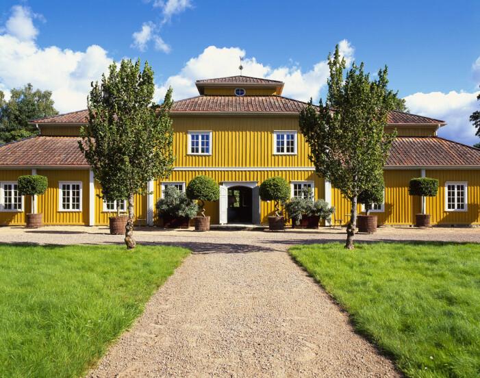 Tage Andersens Gunillaberg är till salu. Huvudbyggnad i karolinerstil med valmat tak.