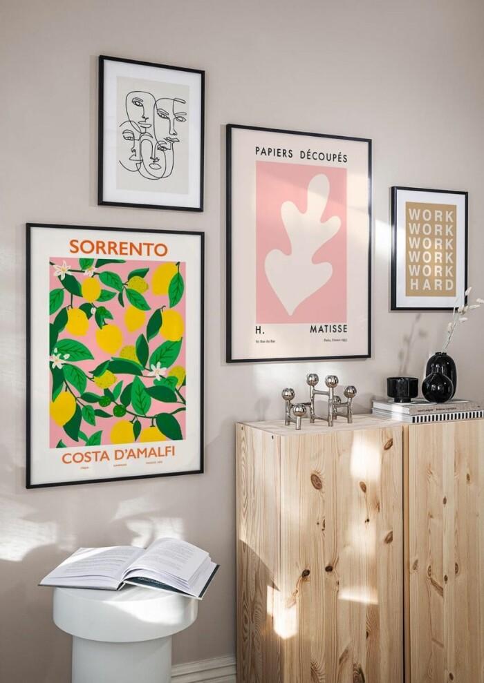 Färgglad medelhavsinspirerad tavelvägg från Postery