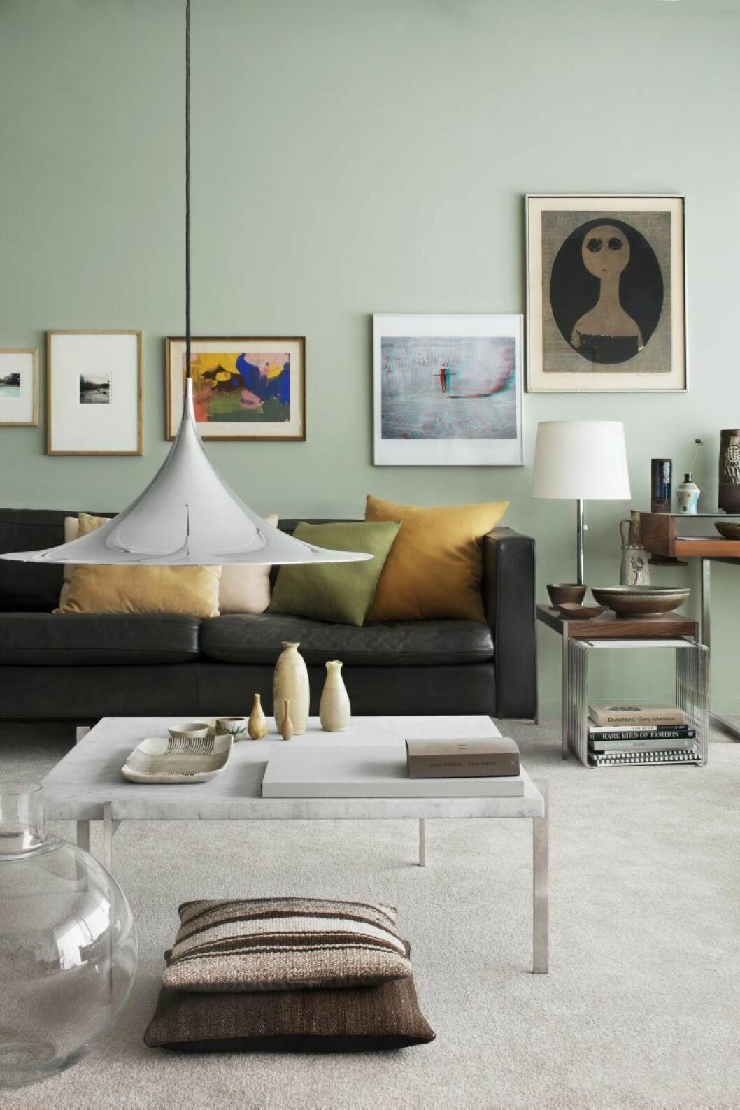 Hämta inspiration från tavelväggar som denna, stylad av Thomas Lingsell.