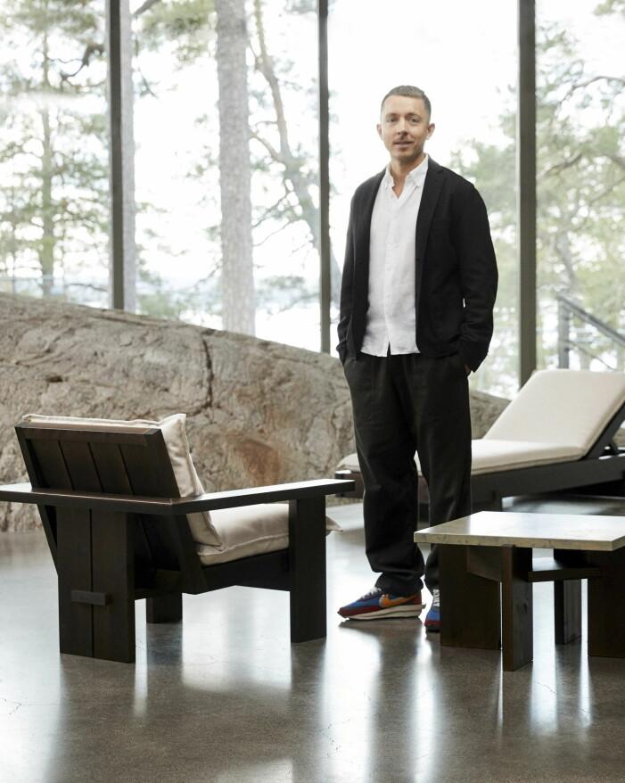Andreas Martin-Löf med sin nya möbelkollektion för Jotex.