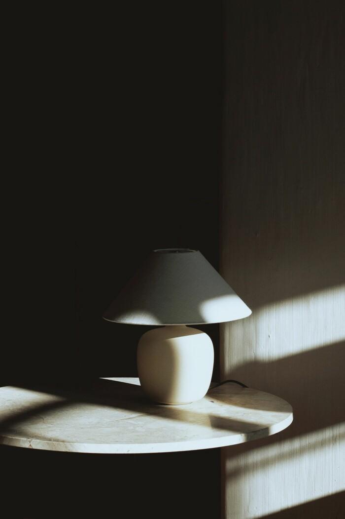 torso bordslampa från menu