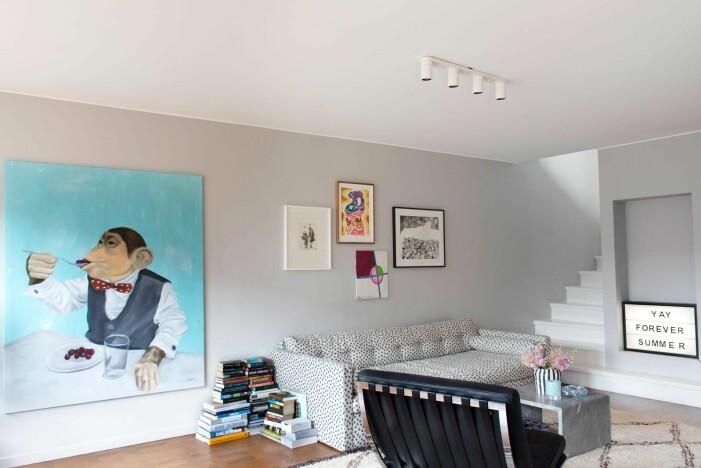 Hänga konst hemma hos Hannah Widell Ed art vardagsrum
