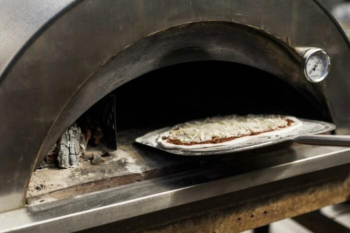 Vedeldad pizzaugn