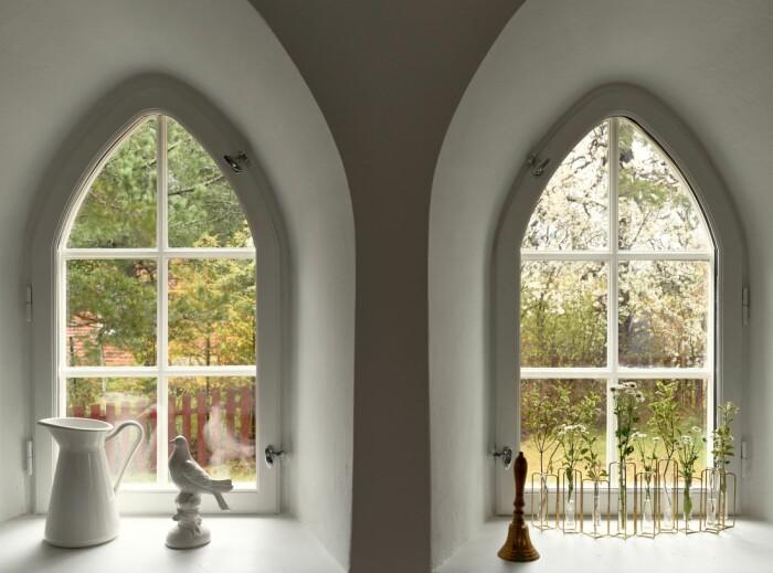 Vattentorn till salu på Lidingö Residence magazine valvlika fönster