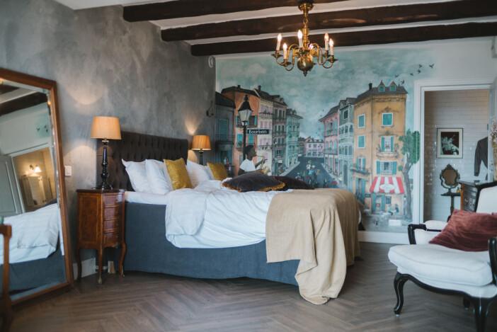 Villa Juli guesthouse gästrum väggmålning