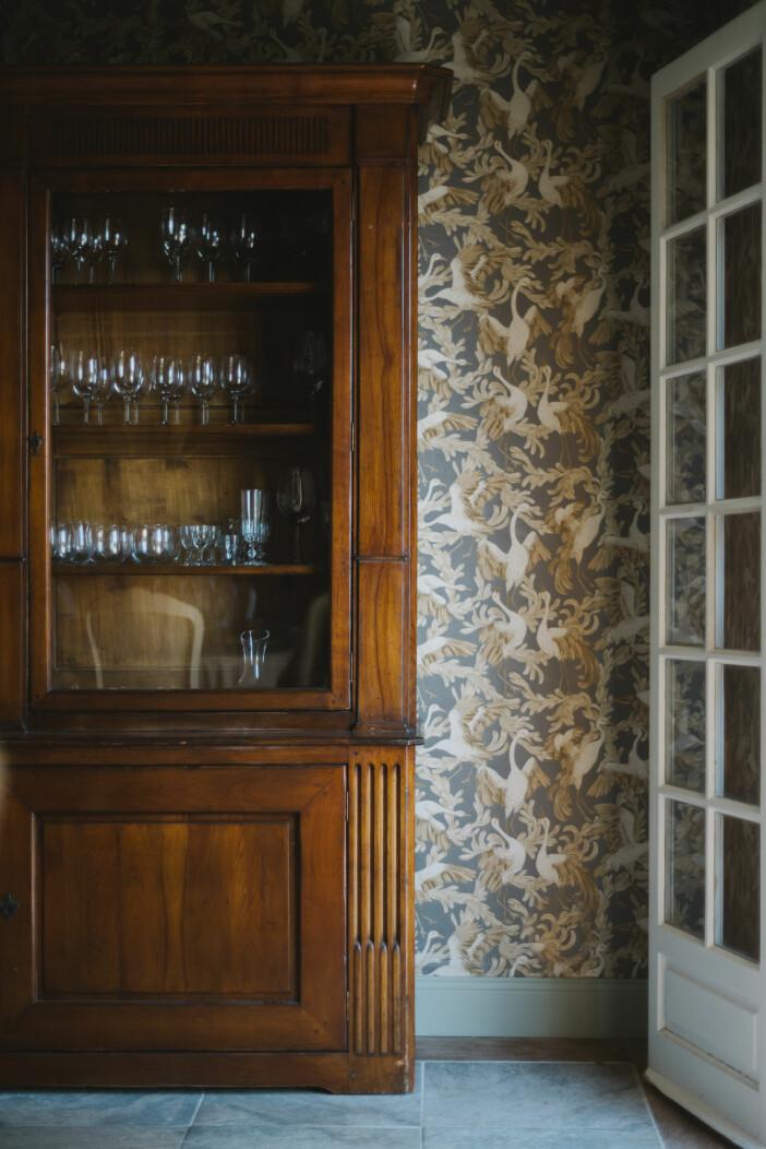 Villa Juli guesthouse matsal skåp antikt