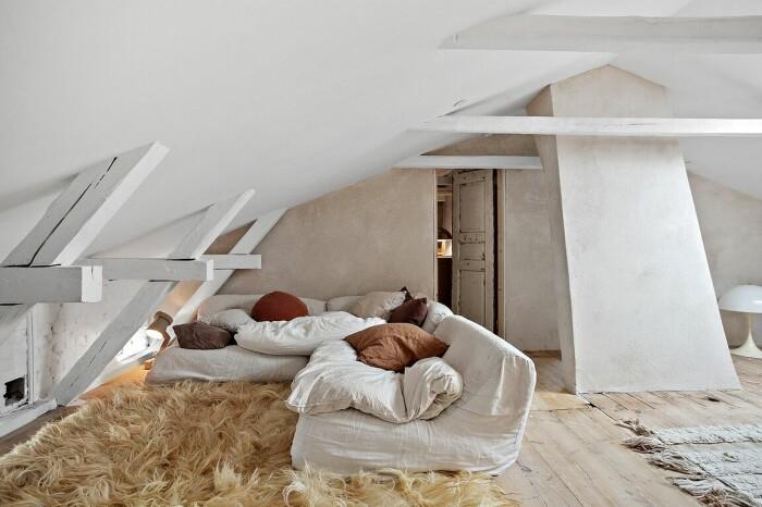 vindsvåning med mysigt vardagsrum
