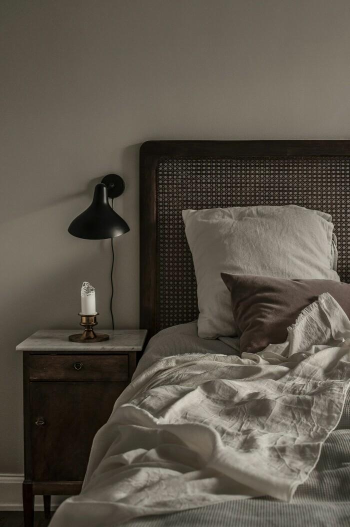 vintage nattduksbord från paris i trä och marmor hos Sara Bille