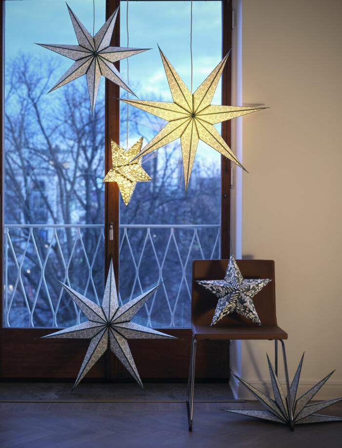 Julen 2021 på Ikea, julstjärnor i fönstret