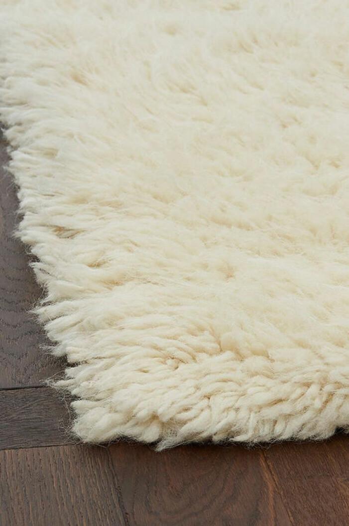 Vit matta med lång lugg från Ellos Home