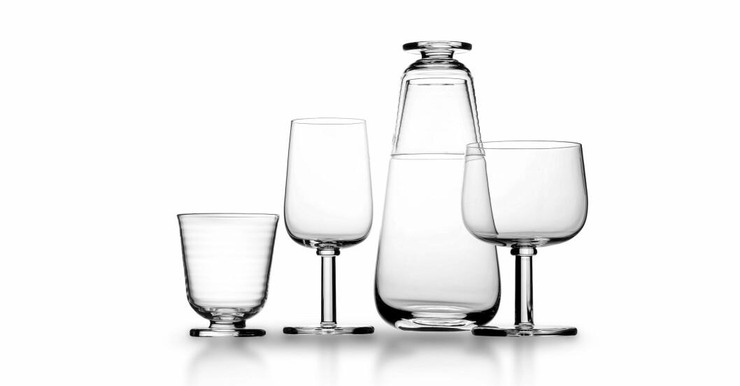 Vatten och vinglas samt karaff i serien Viva för Kosta boda