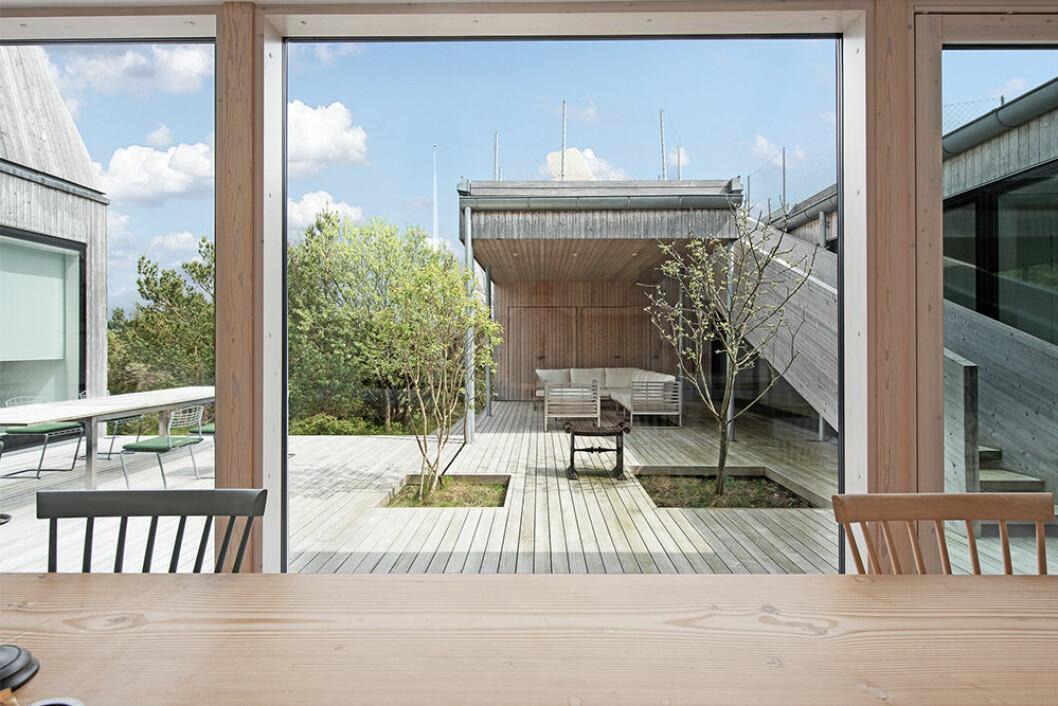 Fönster från golv till tak i villan i Göteborg