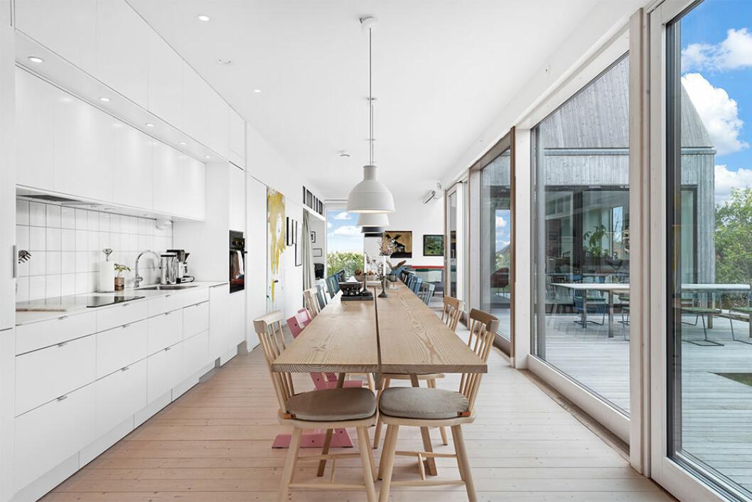 Kök och matplats i Villa Kristina av Wingårdhs arkitekter