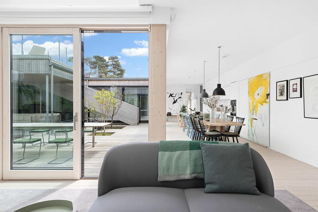 Uteplats och matplats i Villa Kristina av Wingårdhs arkitekter