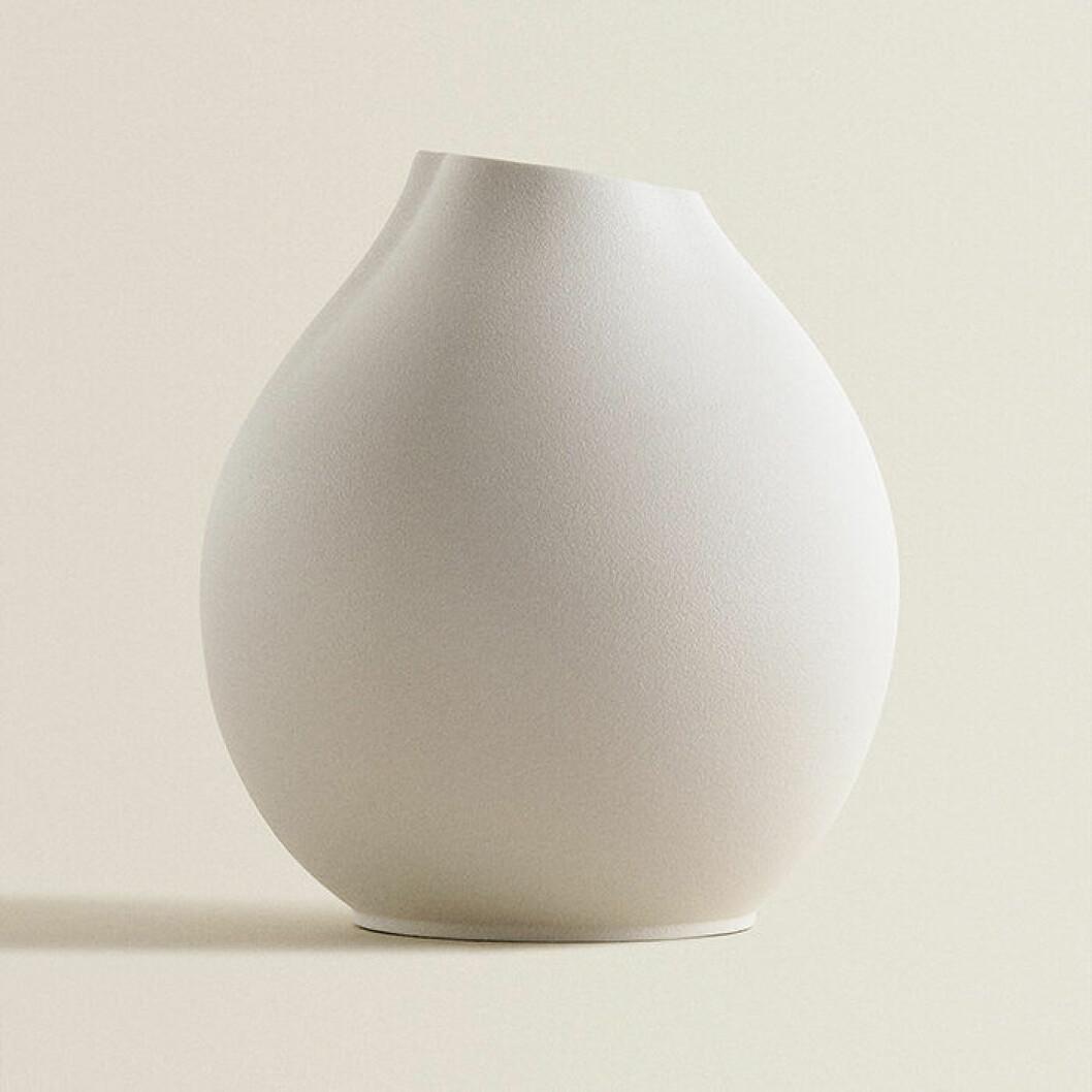 Vit vas med struktur från Zara Home